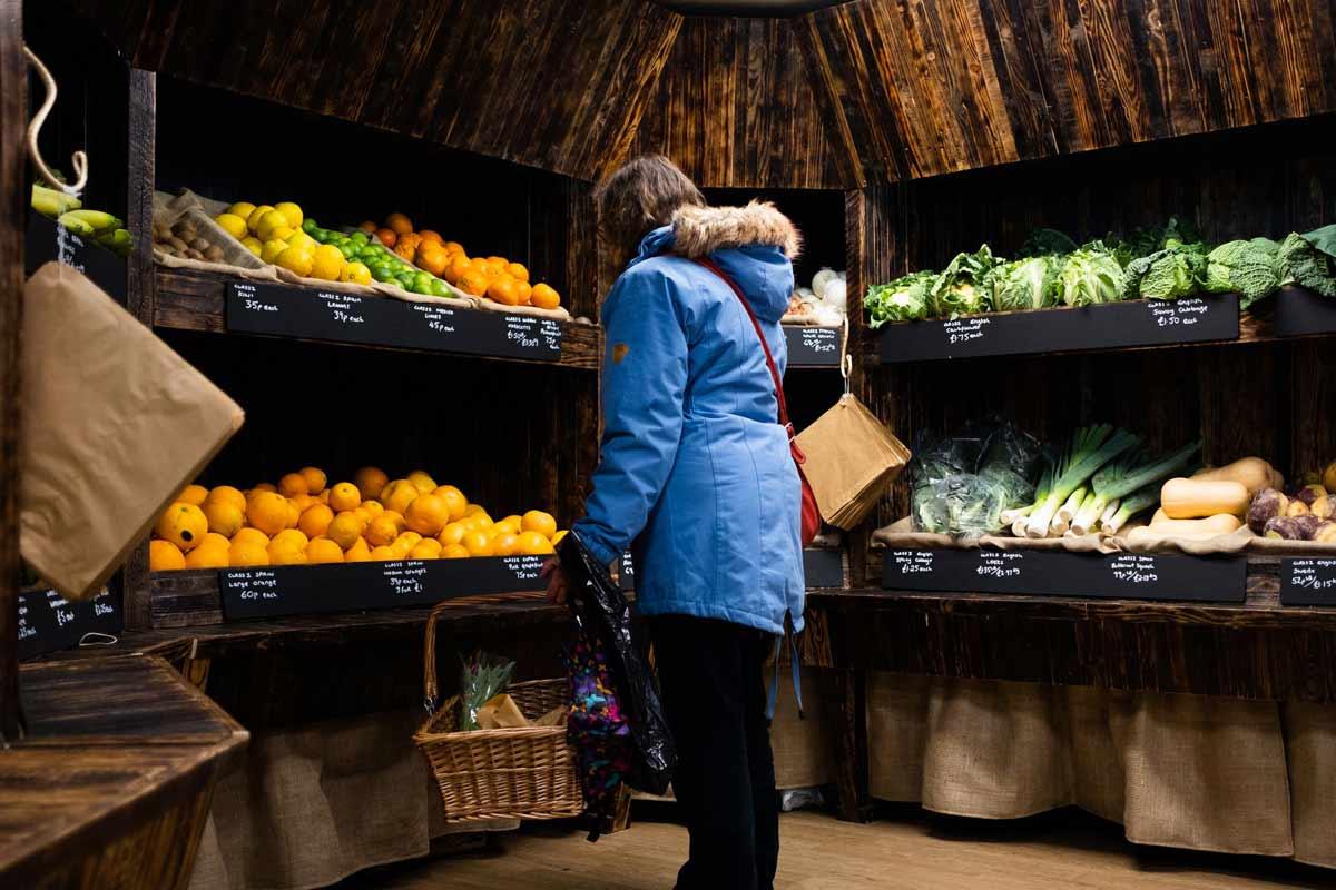 دکوراسیون مغازه میوه فروشی